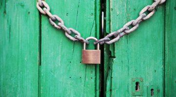door-green-closed-lock-4291-2